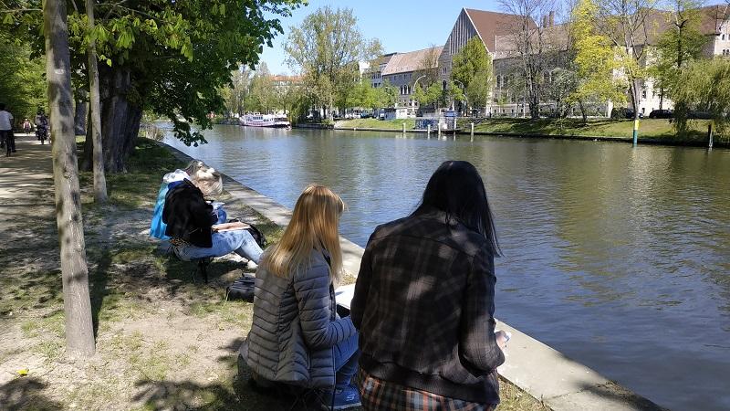 Берліні. На березі річки в процесі розіграшу