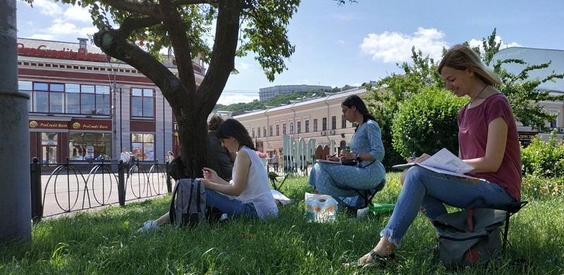 Урбан скетч. Прекрасная погода, красивая архитектура и веселая компания единомышленников - все что нужно для счастья городскому художнику :)